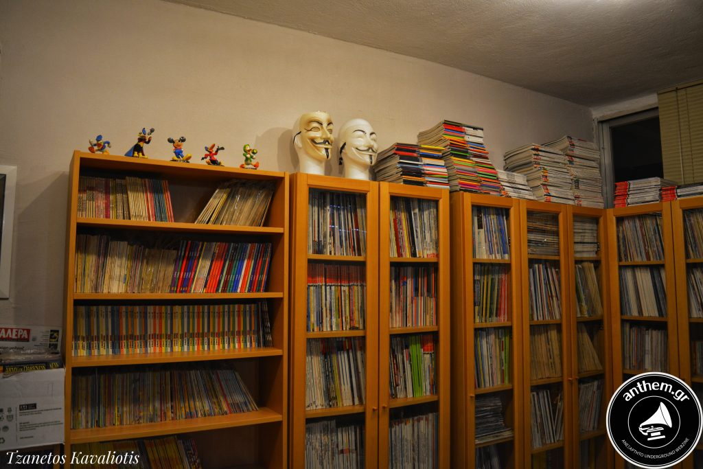 βιβλιοθήκη στην Λέσχη Φίλων Κόμικς