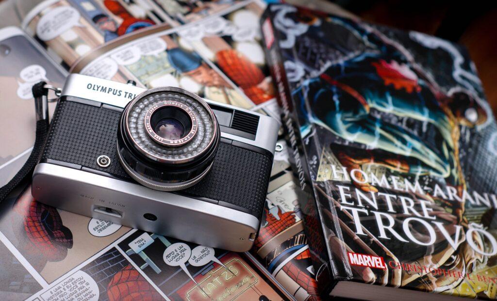 Παλιά φωτογραφική μηχανή και κόμικς
